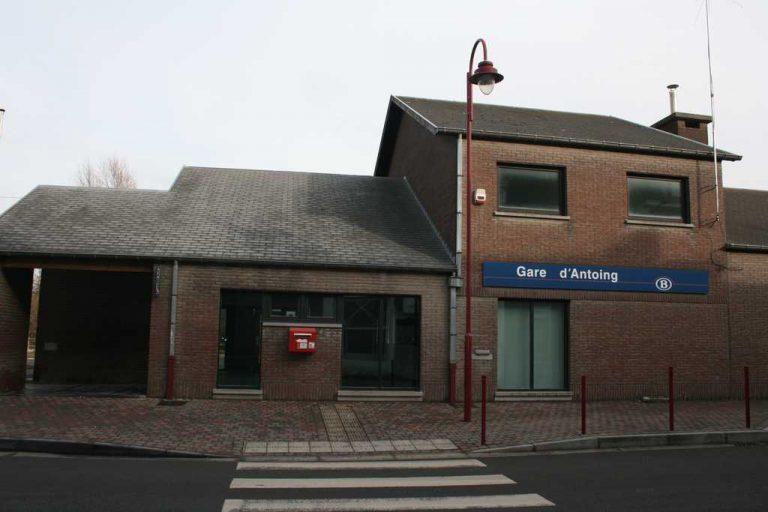 Gare et Arrêt dans la commune d'Antoing